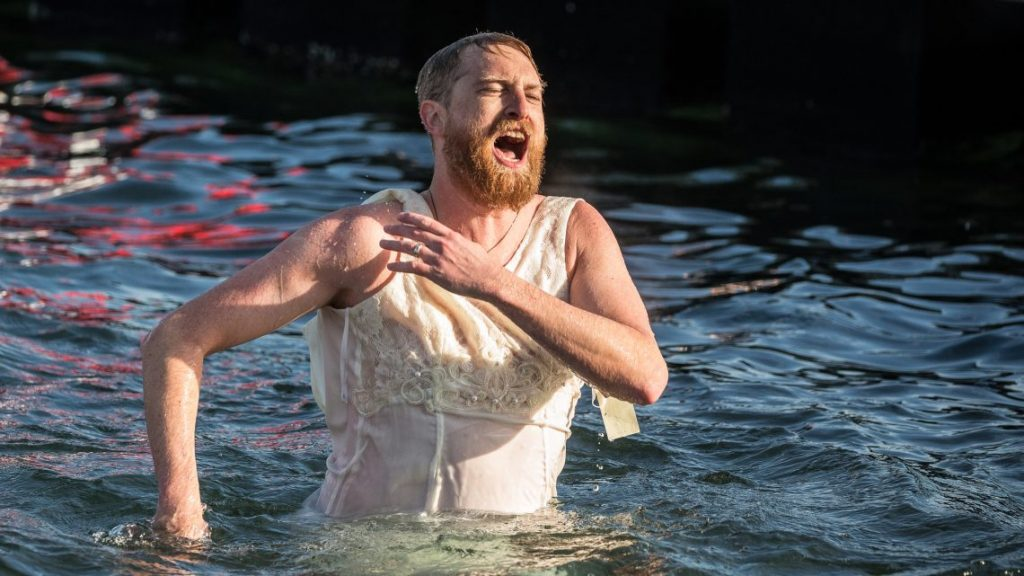Dramatic Photos From the Point Defiance Polar Bear Plunge